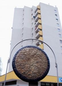 Gong-vor-Hochhaus