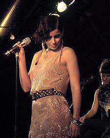 """""""Musik ist wie ein alter Freund, der keine Fragen stellt"""" - Nelly Furtado"""